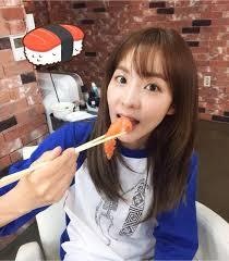 Dara eating sushi (Line play 053115) | 2ne1, South korean idol, Yg ...