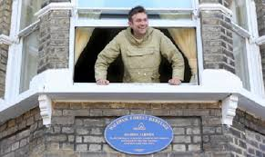 Damon Albarn unveils blue plaque at childhood home in Fillebrook ...