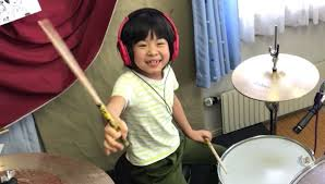 8-Year-Old Japanese Girl Stuns Robert Plant By Nailing Led Zeppelin Drum  Part | HuffPost