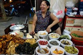 Street Food Culture & Food Districts in Saigon