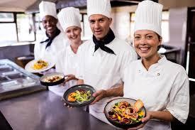 Làm thế nào tôi có thể trở thành một đầu bếp trong 2020? Trường học tốt  nhất, chi phí, tiền lương.